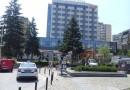 Ispred Hotela Kragujevac posečeno drveće, građani u šoku